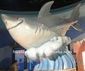 zona de juegos de agua equipo de dibujos animados lindo de tiburón