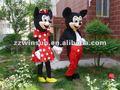 una fiesta hermosa mickey mouse de dibujos animados traje de la mascota