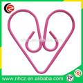 de color rosa en forma de corazón de papel clips