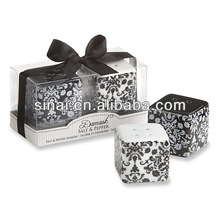 Popular Factory Price Damask Ceramic Salt and Pepper Shakers Wedding Gift