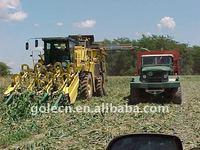 Self-propelled corn picker/ corn combine harvesting machine