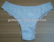 heiße girls in höschen mit weißer baumwolle