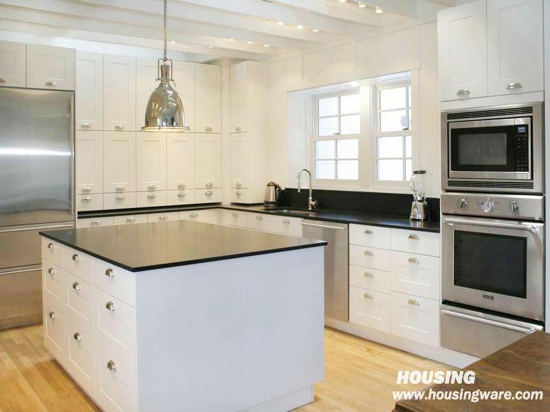 Blanc cr me brillant armoires de cuisine classique blanc for Armoire de cuisine prix