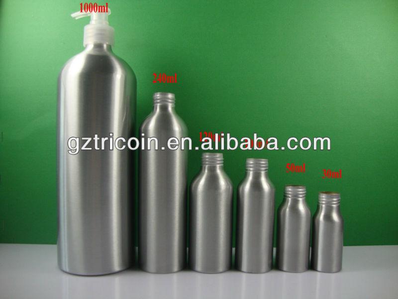 botella de aluminio con diferentes y la bomba del rociador