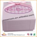 personalizar la caja de papel de color rosa de fondo con el logotipo de