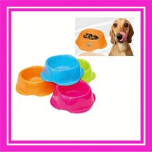 automatic pet bowl / dog feeder