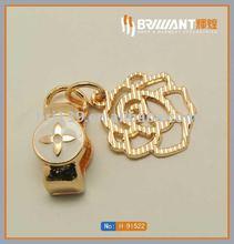 Crystal custom embossed metal flower charm pendant for handbags/bags/garments