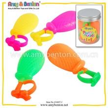 ~wholesaleเด็กพลาสติกของเล่นฤดูร้อนปืนฉีดน้ำที่มีสีสันสำหรับการขาย