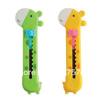 primary and secondary school students Lackadaisical the utility knife giraffe push-pull knife 2022