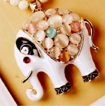 South Korea imported fashion long chain Shih zircon crystal elephant necklace