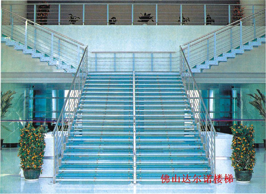 Staal en houten trap wenteltrap leuning villa trappen zolder trappen trap accessoires in van - Trap binnen villa ...