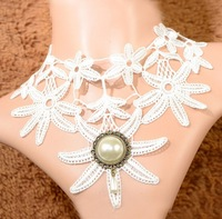 White lace retro fashion necklace with 18 k gold palace neck short chain accessories - 98042