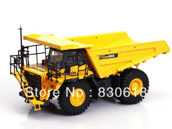 Universal Hobbies Komatsu HD605 Dump Truck High Detail 1/50 MIB toy
