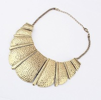 Curved square retro fashion necklace with 18 k gold women's accessories - 91361
