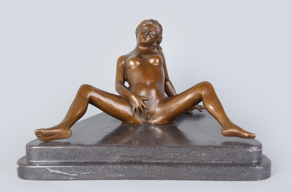 skulpturi-eroticheskogo-soderzhaniya