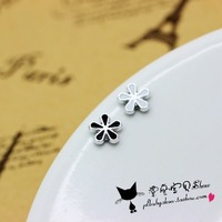 Fresh small flower invisible no pierced earrings earring magnet stud earring