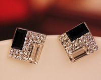 Free Shipping The The Korean Jewelry Noble Temperament Black and White Pearl Square Earrings C549