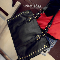 2013 new European and American punk rivet handbag shoulder bag Messenger parcels