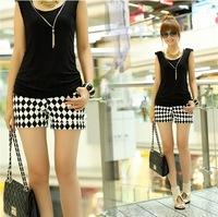 2013 women's plaid high waist fashion all-match black and white casual shorts
