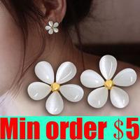 Flower Stud Earring Female Fashion Fresh Earrings Accessories White Sakura Stud Earring