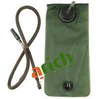 2L Camouflage Camo Tactical Duffle Nylon Waterbag Backpack with TPU Hydration Bladder and Bite Valve for Military Use