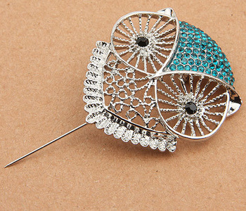TEurope hot selling fashion clothing  imitation diamond hollow owl alloy brooch factory direct Y080