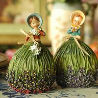 Fashion home decoration new house rustic decoration wedding gift resin dolls Edingburgh's Girls