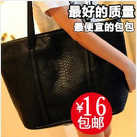 Fashion black crocodile pattern big bags vintage messenger bag 2013 autumn women's handbag