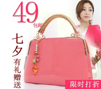 2013 fashion crocodile pattern glossy women's japanned leather handbag fixiform bag handbag messenger bag