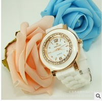 Cheaper ! Fashion  Noble High Quality Round Set Crystal White Rubber Strap ladies Wrist watch Free Shipping