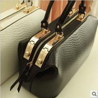 free shipping 2013 crocodile pattern fashion black and white big bag doctors bag women's handbag