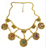 Fashion Jewelry Vintage Chains Necklaces Golden Plated Flower Crystal Bib Choker Necklaces for Women N-1895