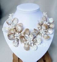 Free ship!!! STUNNING NECKLACE WITH MOP PEARL WIRED FLOWER Mother Of Pearl shell wired flower