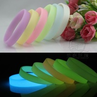 Wholesale-500pcs 16 colors Glow-in-the - dark Silicone Wristband Bracelet Wristband Fluorescent silicone bracelets