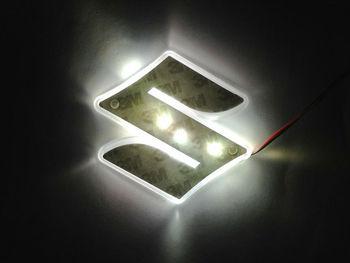 Бесплатная доставка! Авто логотип декоративные фонари для Suzuki Swift авто знак светодиодные лампы авто эмблема свтеодиодный фонарик белый