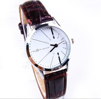 1PC New Fashion Brand Designer White/Black Leather Belt Watch Men Women Ladies Young Girls Analog Quartz Dress Wrist Watches