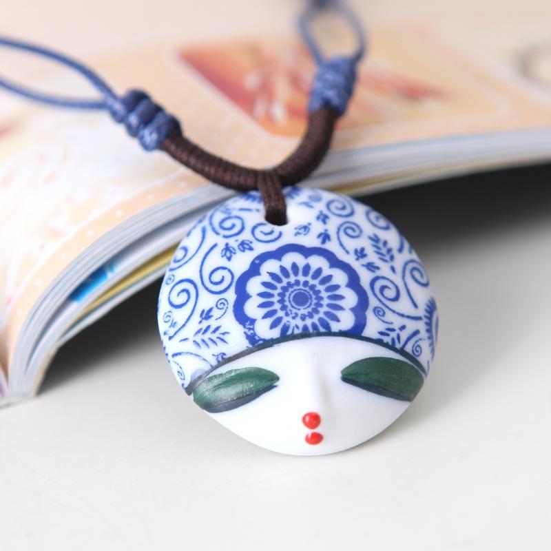 Nova chegada de moda jóias 2013 facebook escultura pintados à mão cabeça da boneca colar atacado cerâmica camisola colares mulheres(China (Mainland))
