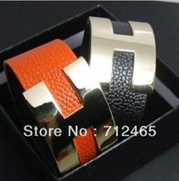 Free Shipping|Wholesale jewelry  H  bangle wrap bracelets withbig  golden logo fashion america 77109