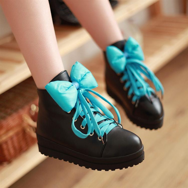 Модные кроссовки с бантом