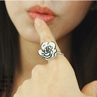 V1069 accessories brief fashion black and white rose ring finger ring