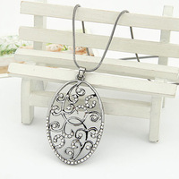 Silver ol fashion cutout flower vine oval necklace female short design big