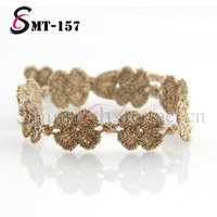 Faddish style wholesale hot selling Gold Strings Clover bunch lace bracelet with metallized yarn