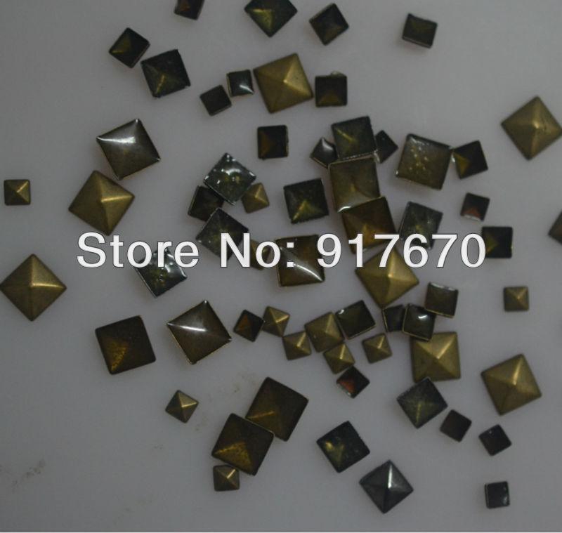 Decoração de natal de ferro em pregos pirâmide bronze 5 * 5 mm hot fix de bronze antigo do metal rivet studs 10000 unidades/pacote para a roupa diy(China (Mainland))