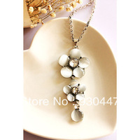 Free shipping female fashion accessories flower crystal necklace