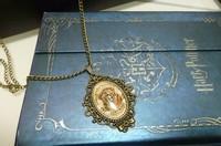 Harry Potter Hogwarts / Hogwarts school badge limited edition pendant brooch necklace Christmas gifts  for harry potter fans