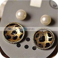2 europe retro leopard pearl earrings jewelry piece 7g value