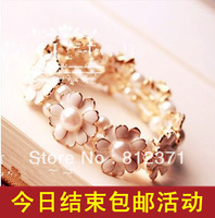 free shipping(min order 10USD) fashion accessories pearl elastic daisied flower bracelet /female vintage hand ring
