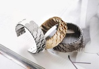 Minimum order is $10 (can be mixed order) wholesale fashion elegant alloy scales bracelets sell like hot cakes