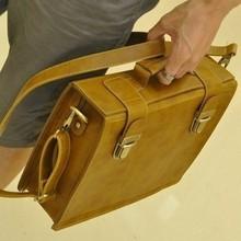 2013 man bag vintage box casual briefcase bag messenger bag handbag messenger bag(China (Mainland))