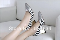 Europe and the US magazine style leather zebra stripe profiled metal plating with pointed documentary shoes in the rough